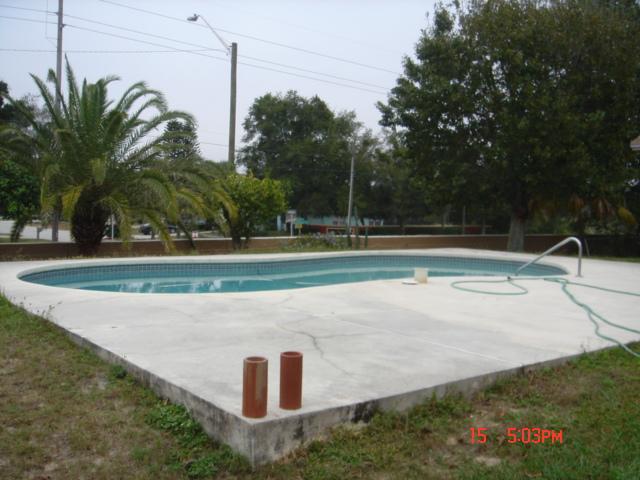 _ Big Pool Deck Cracks Caused By Florida Sinkhole ...