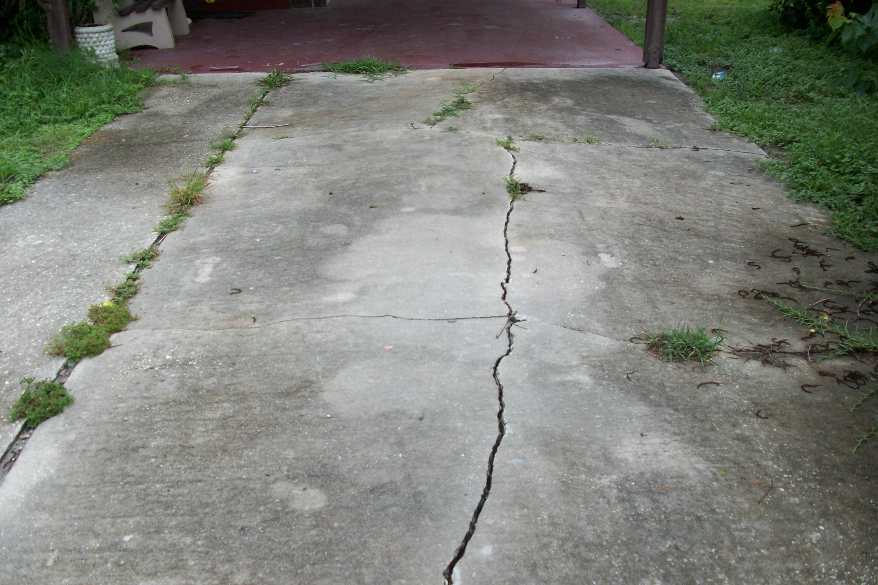 Sinkhole house driveway cracks Seminole County